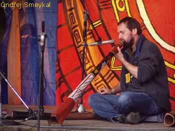 http://www.didgeridoo.sk/images/ondra.jpg